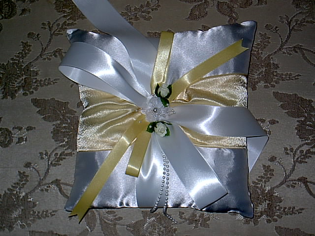 Item 152  Ring Pillow Satin