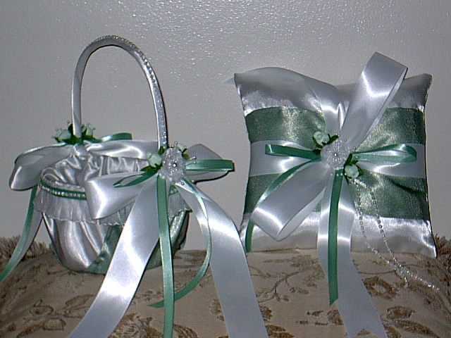 Item 1229 Basket / Ring pillow set