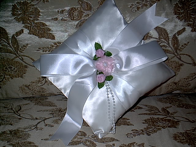 Item 157 pink flower ring pillow