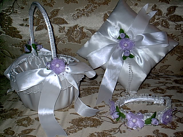 Item 1221 purple Basket / Ring pillow set