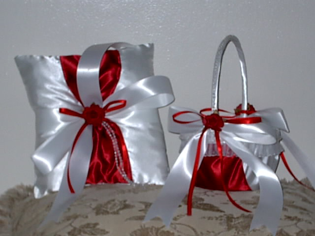 Item 1227 Basket / Ring pillow set