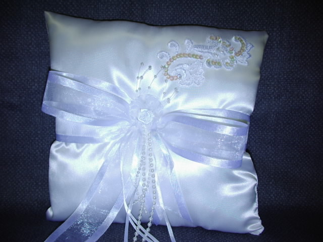 Item 156 Ring Pillow satin