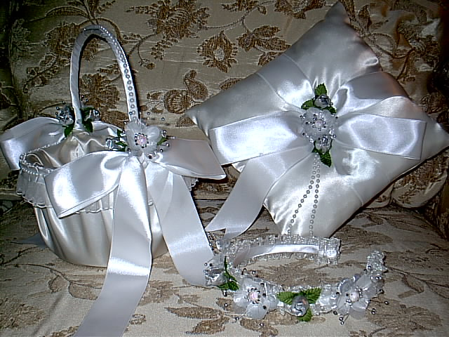 Item 1225 silver Basket / Ring pillow set