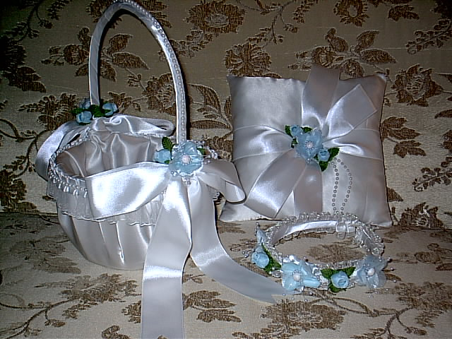 Item 1223 sky blue Basket / Ring pillow set