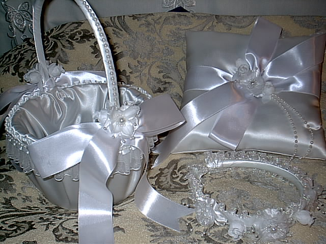 Item 1218 Basket / Ring pillow set